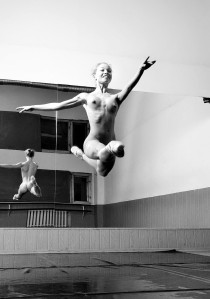 La nudité versus la danse